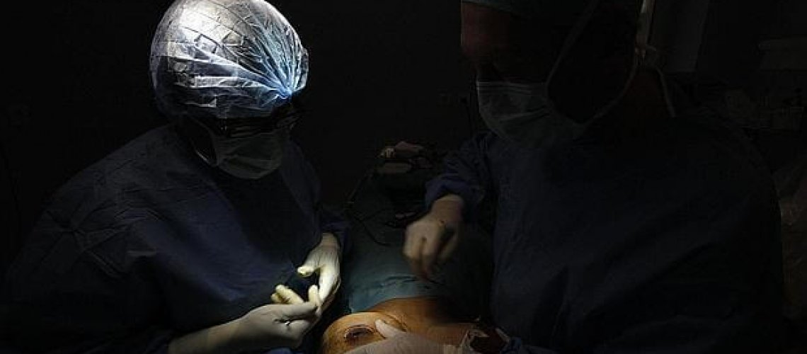 senos-operacion-cirujano